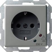 Розетка с заземлением Gira E22 045120